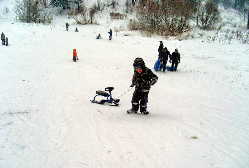 Как поменять лыжу на детском снегокате