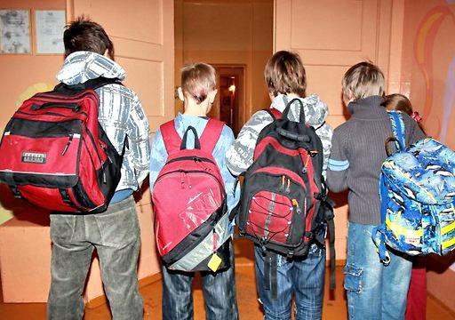 школьники с ранцем, ученики, портфели школьников, дети с портфелями